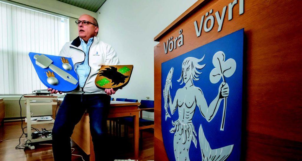 Tre kommuner blev en. Vörås vikarierande kommundirektör Tom Holtti kan det mesta om kommunsammanslagning i praktiken. Foto: Johannes Tervo
