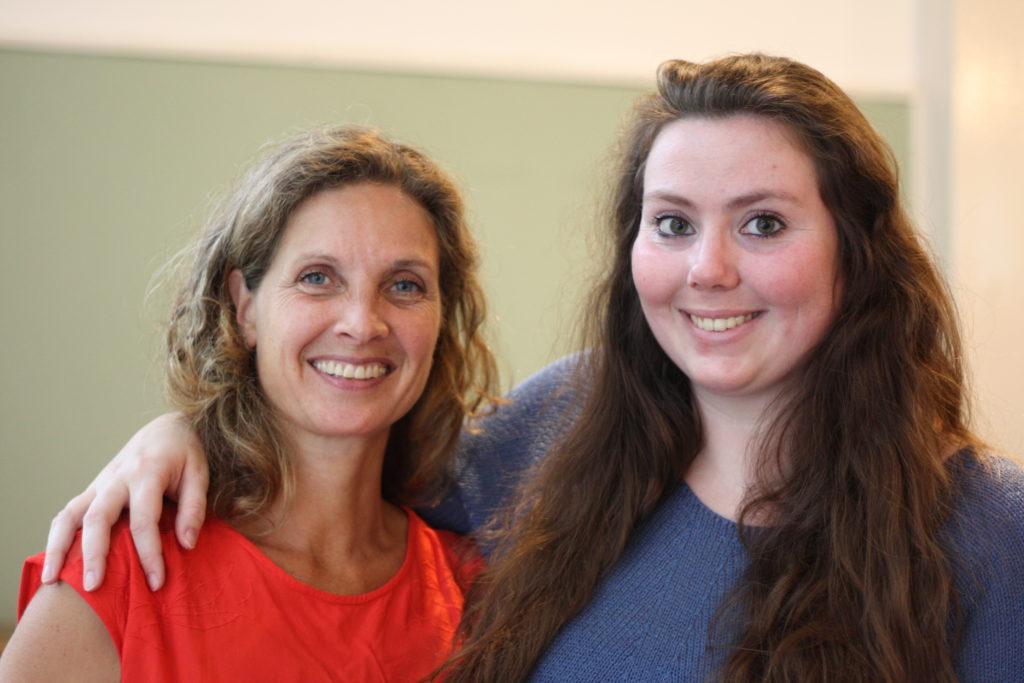 Sjukskötarna Madelon van Tilburg, t.v., och Petra Veerman hör till två av Buurtzorgs många självständiga vårdarteam.