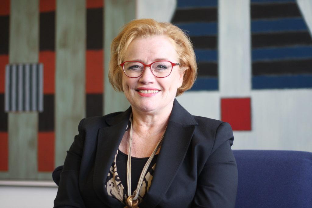 Vandas stadsdirektör Ritva Viljanen har lång erfarenhet av offentliga uppdrag, och hon har också erfarit att det offentliga ledarskapet är mansdominerat.