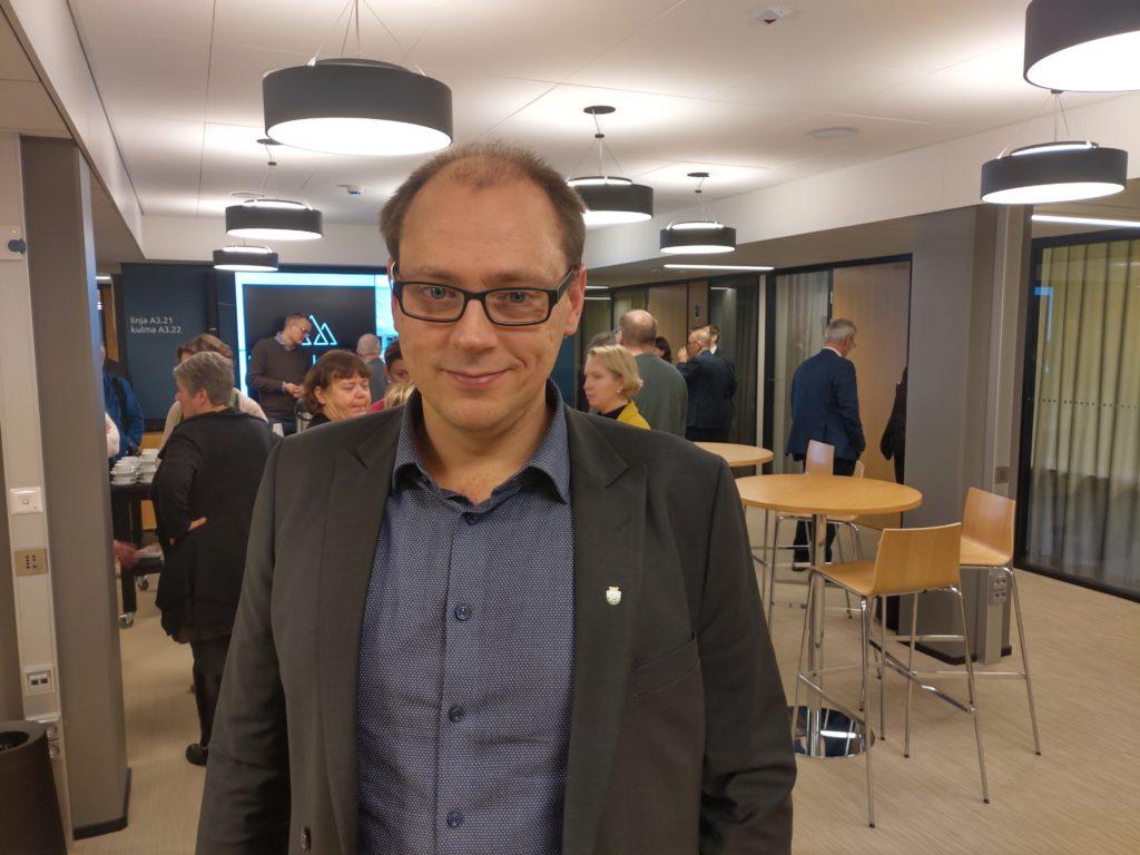 Anders Walls (SFP) säger att försöket ger Raseborg och Hangö en bättre helhetsbild av arbetslöshetsläget och en bättre chans att svara på företagens behov.