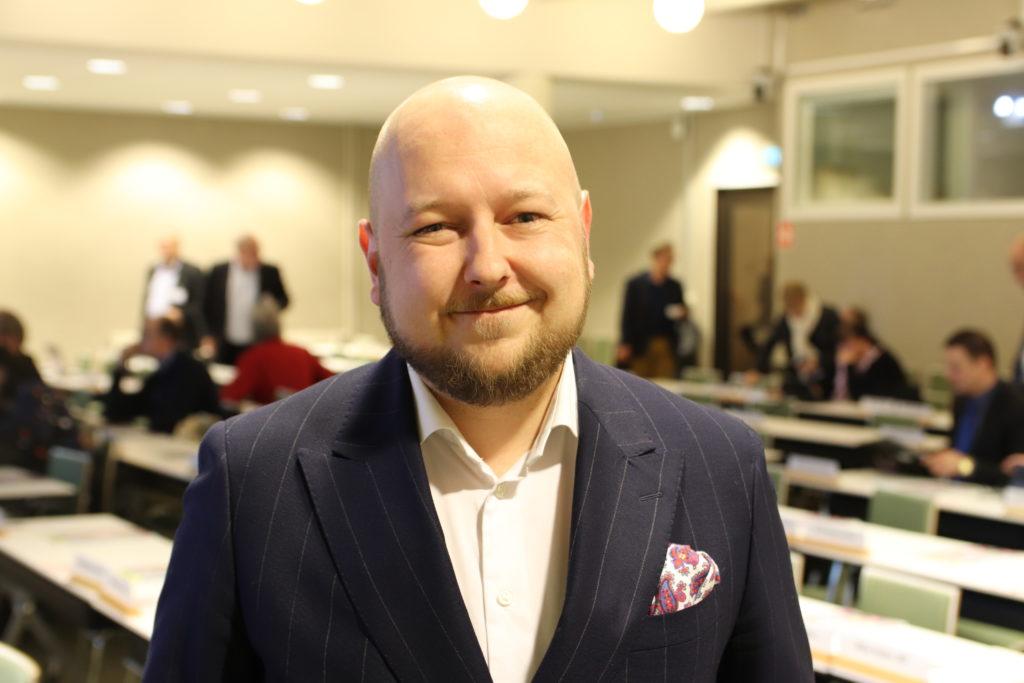 Joona Räsänen (SDP) är styrelseordförande för Kommunförbundet.