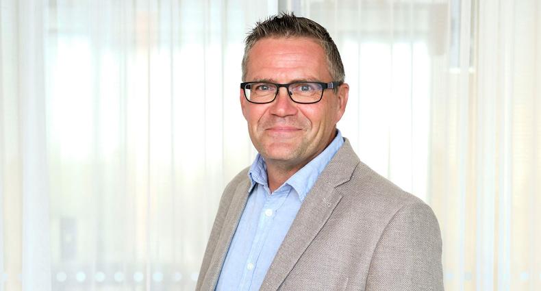 Tom Holmroos har valts till Kommunförbundets informationsdirektör.