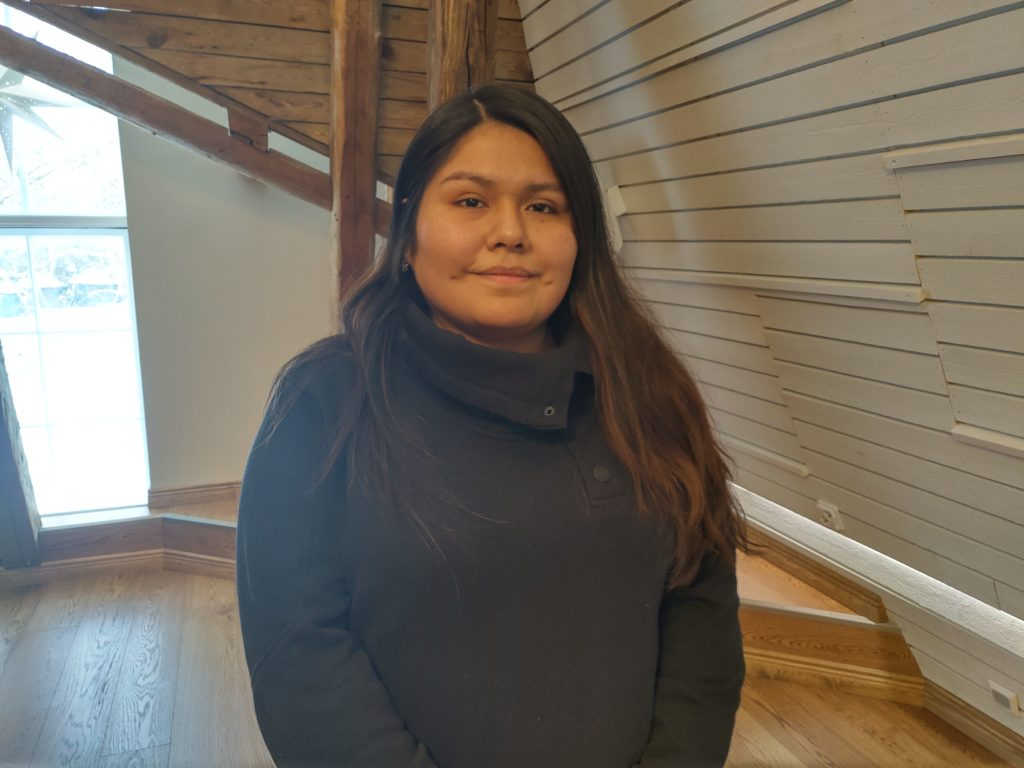 Josefina Ramos från Peru säger att myndigheter inte alltid förstår behovet av att bli integrerad på svenska i Finland.