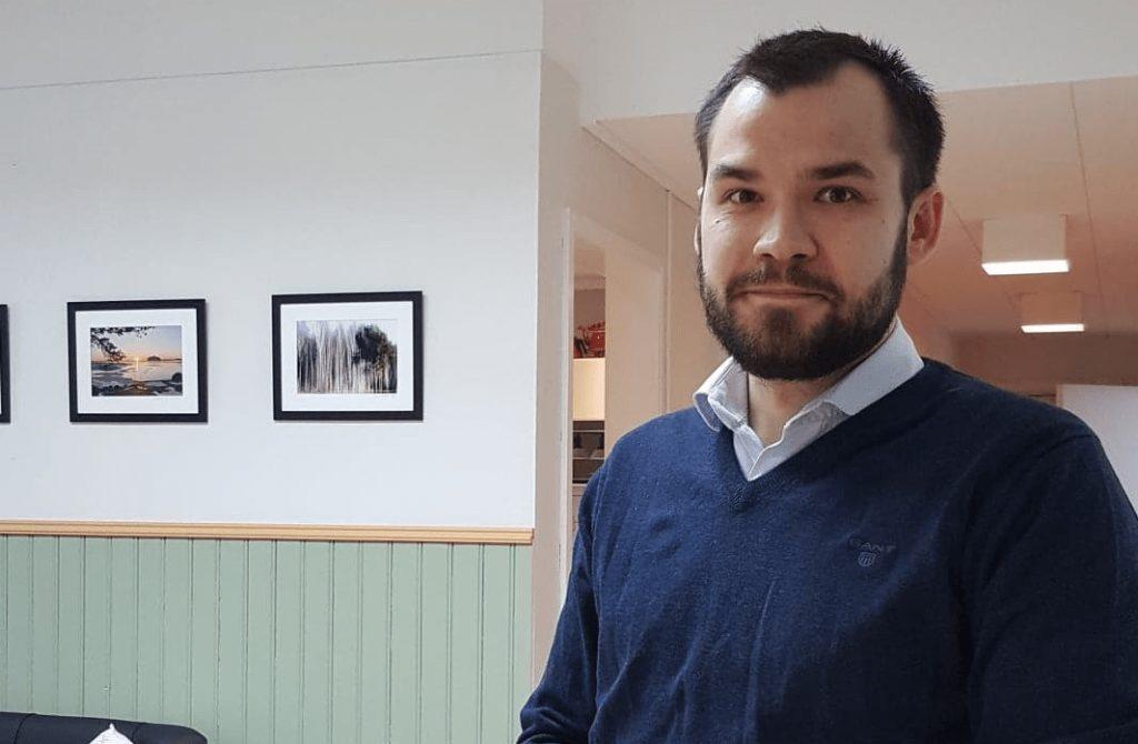 Eckerö värnar om den kommunala självstyrelsen, säger den nya kommundirektören Raine Katajamäki.