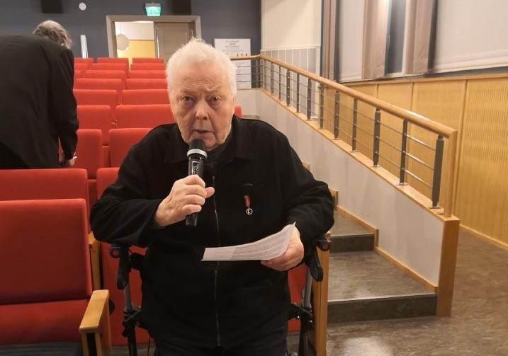 Bildtext3: I mitten av december 2019 deltog Kristinestadspolitikern Hans Ingvesgård i sitt 51:a budgetmöte. Någon motion lämnade jag inte in på detta möte, meddelade han. Foto: Peter Grannas