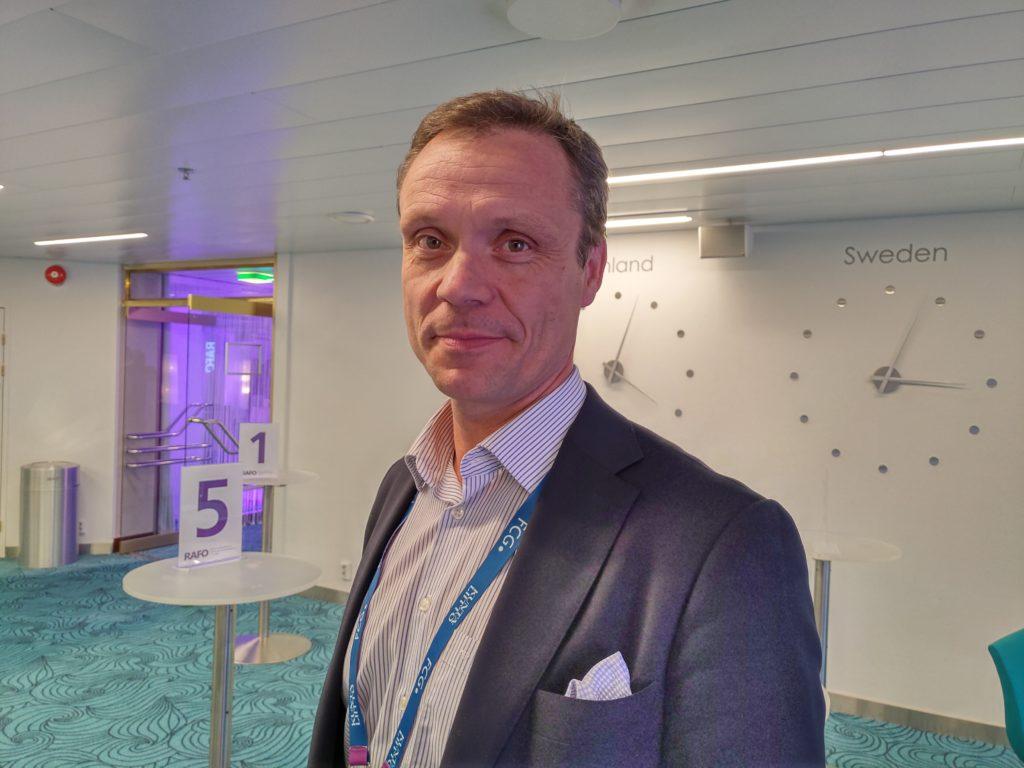Robert Nyman, stadsdirektör i Ingå, ondgör sig över förhastade beslut om patientdatasystem.