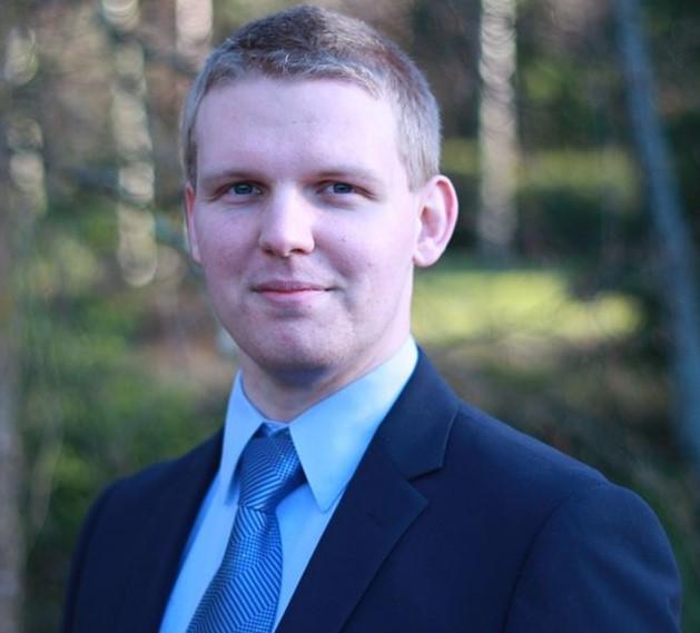 Tatu Ujula är 26 å och nyvald kommundirektör.