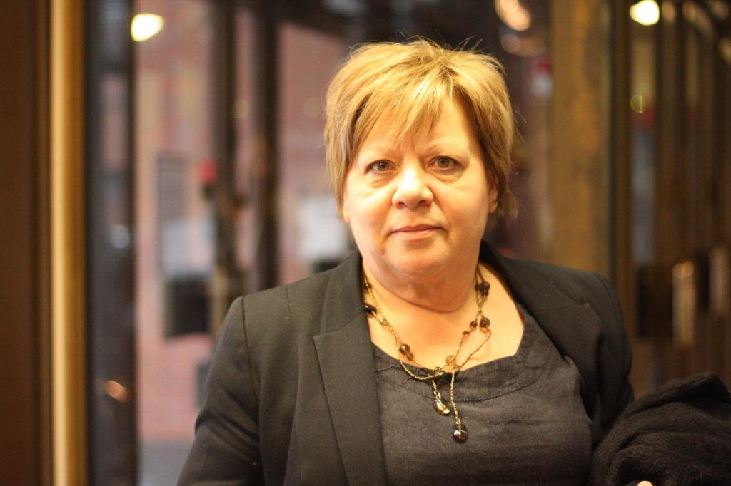 Gun Kapténs är kommundirektör i Larsmo.