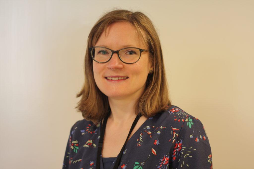 Mari Sjöström är sakkunnig på Kommunförbundet. Förbundet vill att Finlandsmodellen förenhetligar stödet till barn och ungas fritidsaktiviteter.