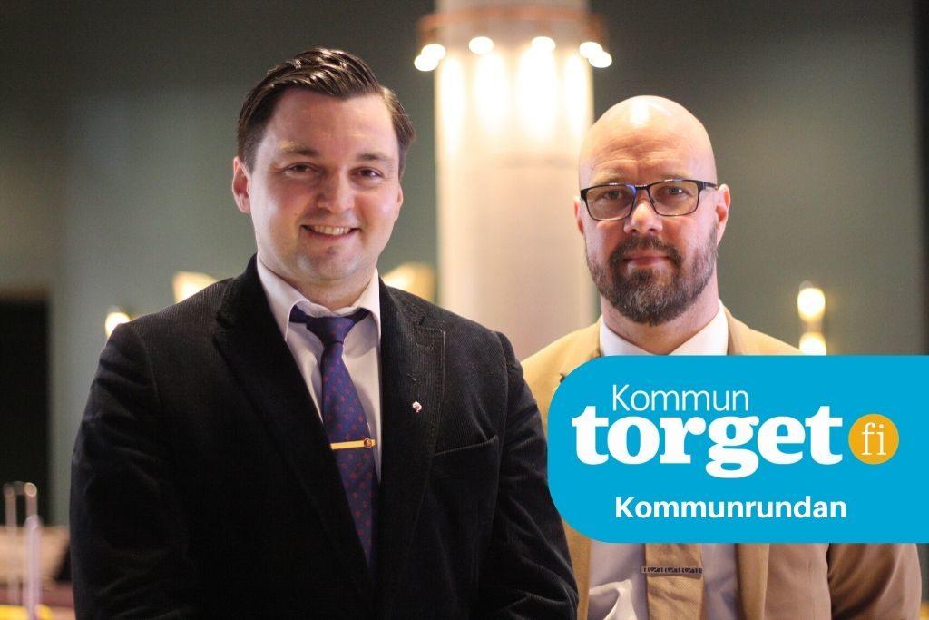 Joakim Strand, t.v., och Kim Berg säger att med det nuvarande regeringsprogrammet är förutsättningarna för Vasa, och hela regionen, goda. Men kommunallagens krav på hur staden ska balansera sin budget kunde de leva utan. Foto: Dan Lolax
