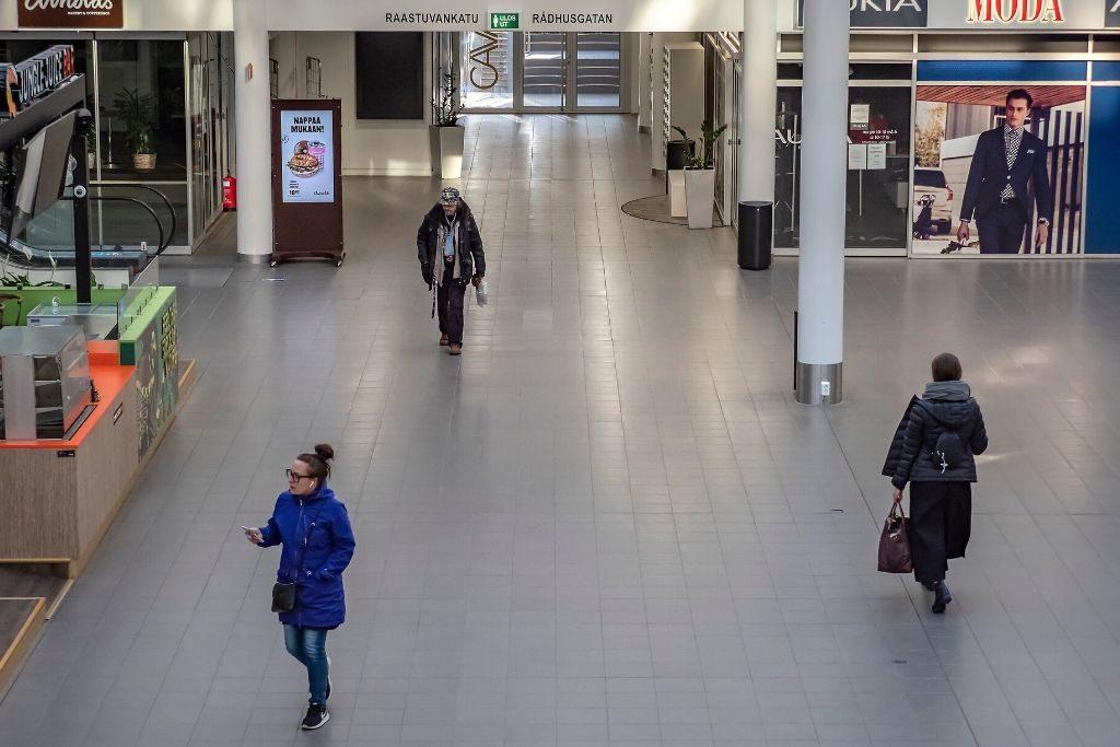 Ettt nästan tomt Rewell Center i Vasa vittnar om en av pandemins konsekvenser.
