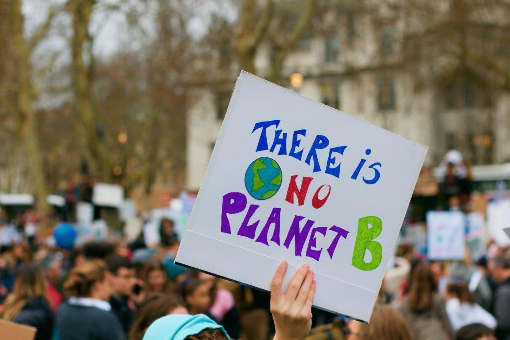 Kommunala beslutsfattare tycker att klimataktivister hörs för mycket i den klimatpolitiska debatten.