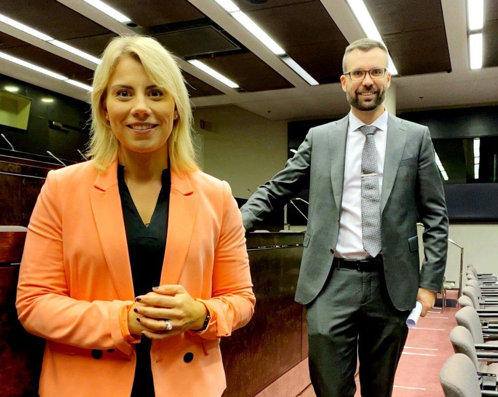 Saara-Sofia Sirén och Johan Kvarnström. Bilden från Kurdiliittos Facebook.