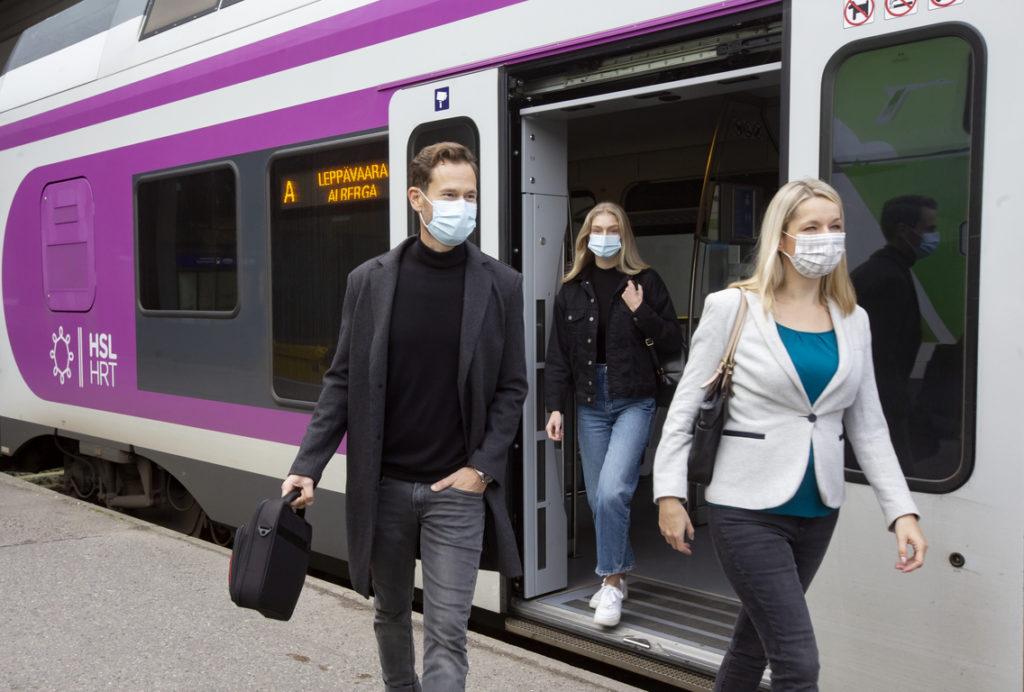 Hälften av passagerarna inom kollektivtrafiken i Helsingfors bär munskydd.