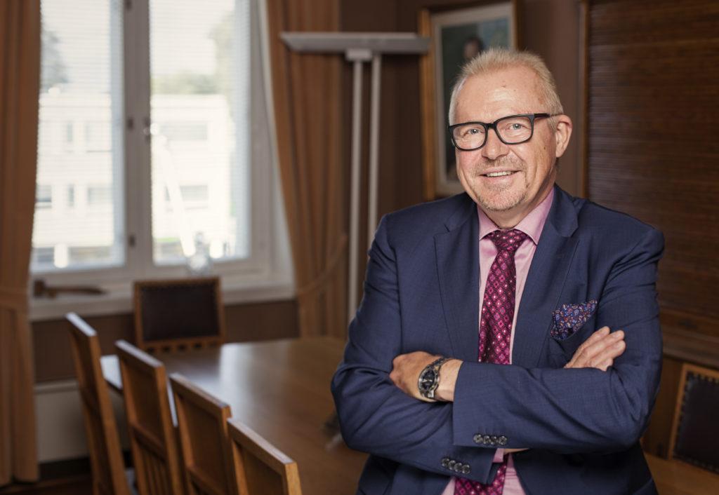 Det nya fullmäktige, som väljs i vår, tvingas hoppa på ett rullande tåg och snabbt fatta nödvändiga beslut, säger Ragnar Lundqvist. Inte bara på grund av coronaviruset. Också social- och hälsovårdsreformen kräver det.