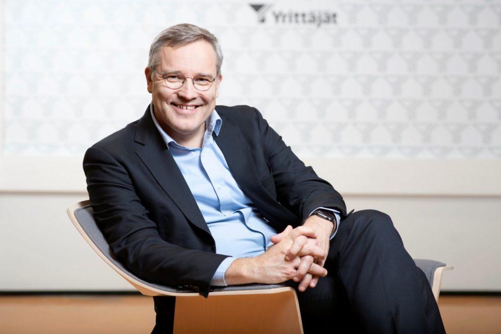 Företagarna i Finland har lokalföreningar i nästa varje kommun. Det underlättar när organisationen försöker påverka den politiska diskussionen, säger vd Mikael Pentikäinen.