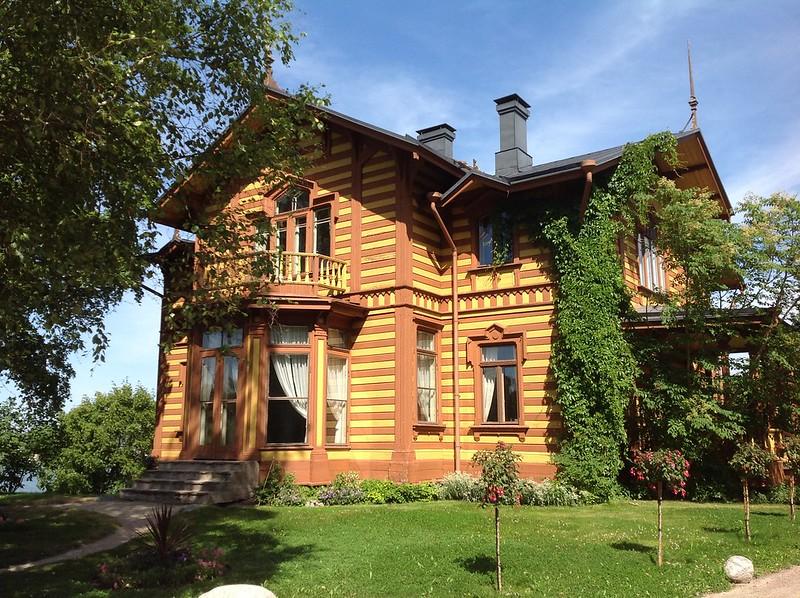 Aino Acktés villa på Degerö är långt ifrån den enda trävillan i stan som är värd att värnas om, skriver Björn Månsson.