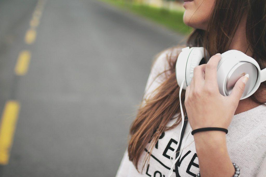 Unga kvinnor betonar säkerhet betydligt oftare än män.
