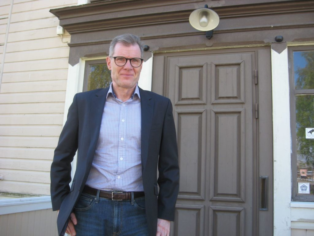 Den 3 maj tillträdde ekonomie magister Esa Högnäsbacka som ny ekonomidirektör i Kaskö. Staden tampas för närvarande med ett nytt, tufft sparprogram och stora, strukturella förändringar är på gång. Men Högnäsbacka ser också ljuspunkter och möjligheter i sin nya arbetsstad.