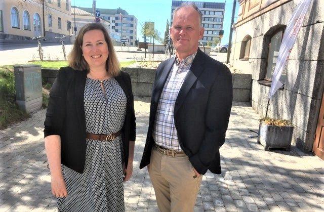 VD Åsa Björkman och styrelseordförande Owe Sjölund vill se fler attraktiva hyresbostäder i Jakobstad.
