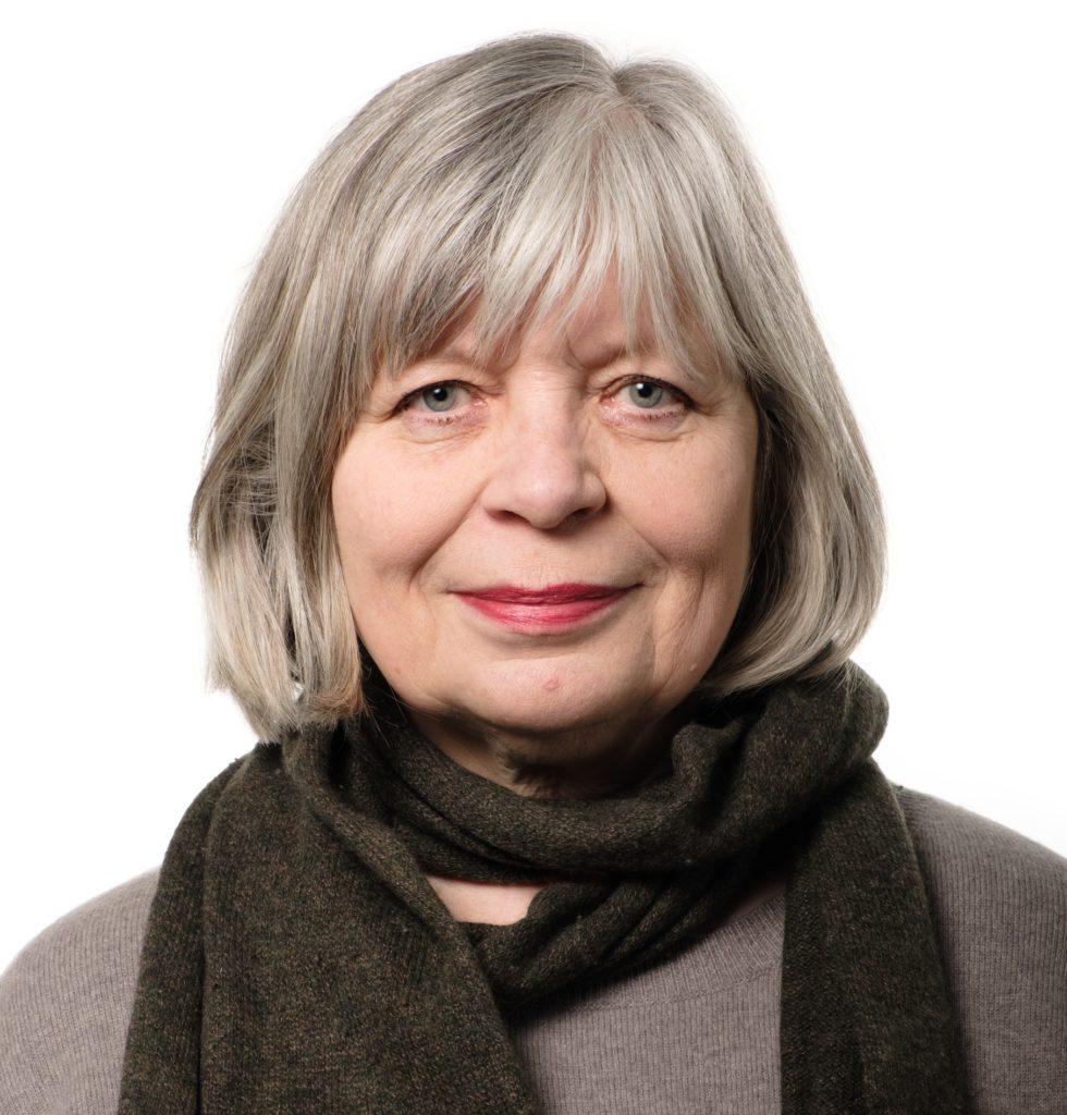 Arja Alho trodde sig ha lämnat politiken då hon flyttade från Helsingfors till Sjundeå. Nu ser hon sig som en mentor för SDP i kommunen.