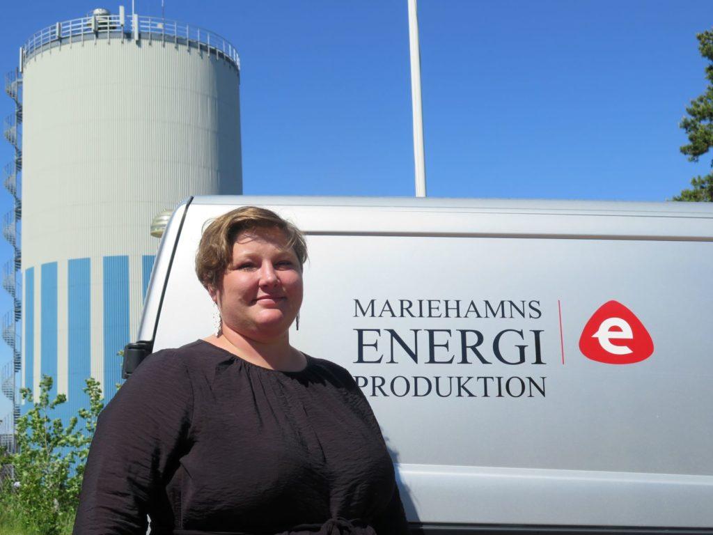 Ingrid Zetterman, ordförande för stadsstyrelsen i Mariehamn, har lett den koncernkommitté som utarbetat nya direktiv för stadens styrning av dotter- och intressebolag. Ett av de bolagen är Mariehamns Energi ab som får en ordförande som inte är aktiv politiker utan som värvats från näringslivet.