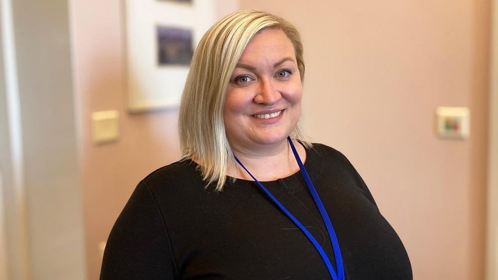 Tiina Isotalus är fullmäktigeordförande i Karleby och färsk ministermedarbetere för Sirpa Paatero.